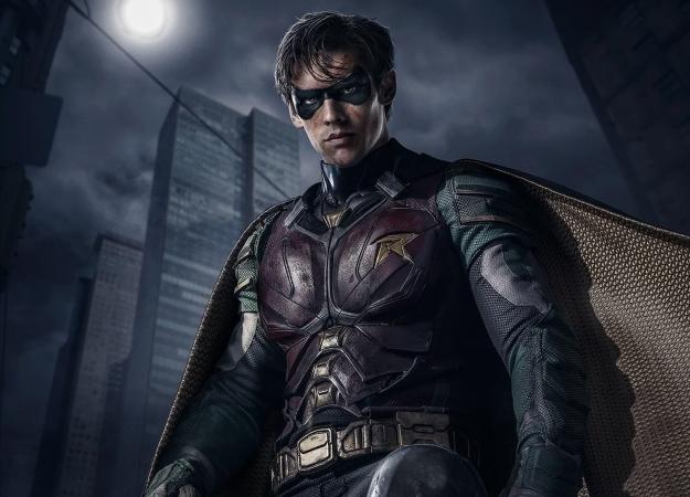 Новые фото Брентона Туэйтеса вкостюме Робина изсериала «Титаны»