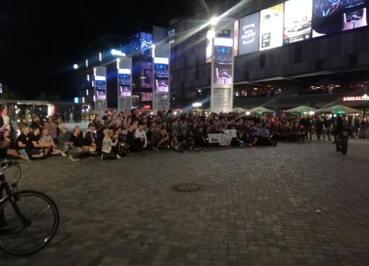 Финские поклонники CS:GOпосле финала оккупировали площадь перед стадионом