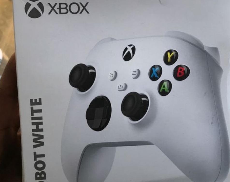 Появились фото нового геймпада Microsoft. Они подтверждают существование консоли Xbox Series S