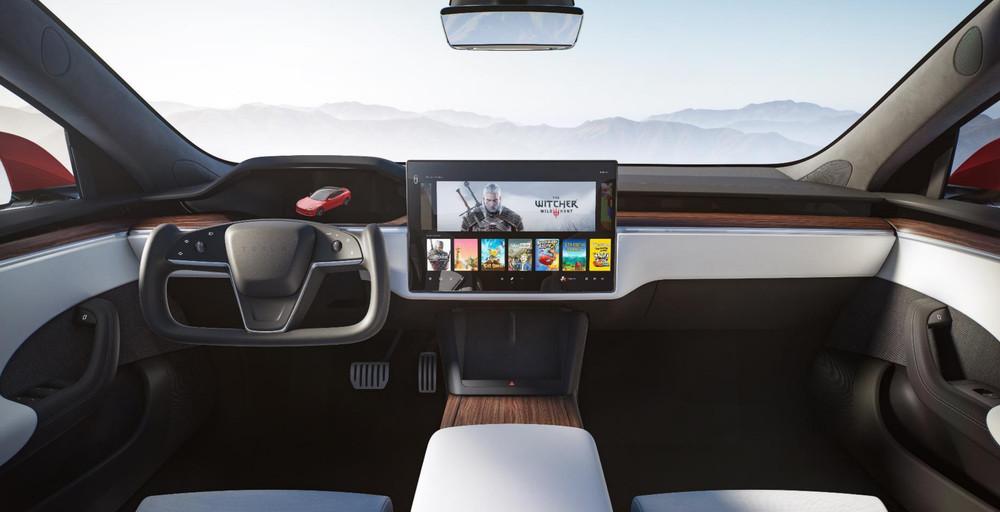 Консоль прямо в машине: в новой Tesla Model S можно сыграть в Cyberpunk 2077 и «Ведьмака»