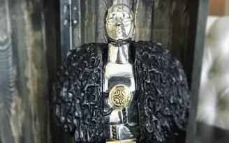 Джорджу Мартину подарили серебряного Джона Сноу— издалекой Якутии!
