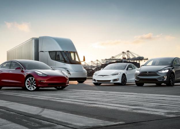 Полноценный беспилотный режим и миллион робо-такси в 2020 году: Илон Макс поделился планами Tesla