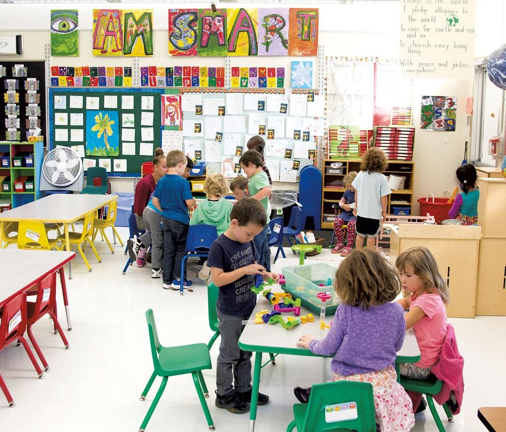 Учитель изАйовы сделал сотни парт для учеников измалообеспеченных семей