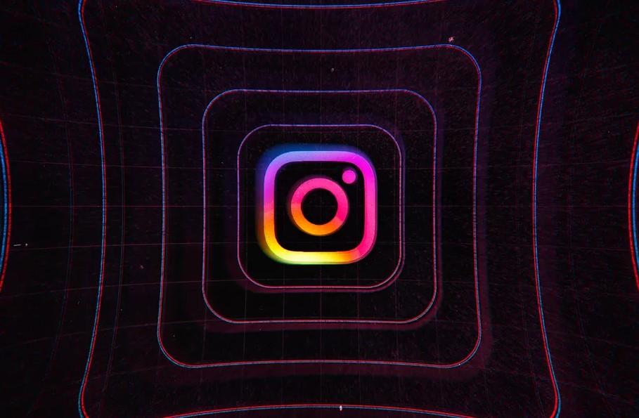 Instagram разрешил закреплять комментарии кпубликациям