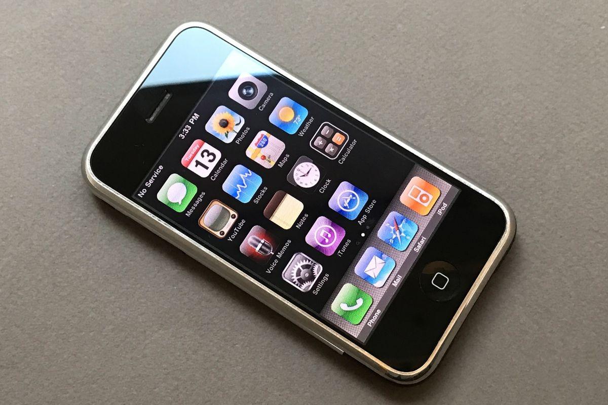 Вэтот день, но13 лет назад впродажу вышел первый iPhone