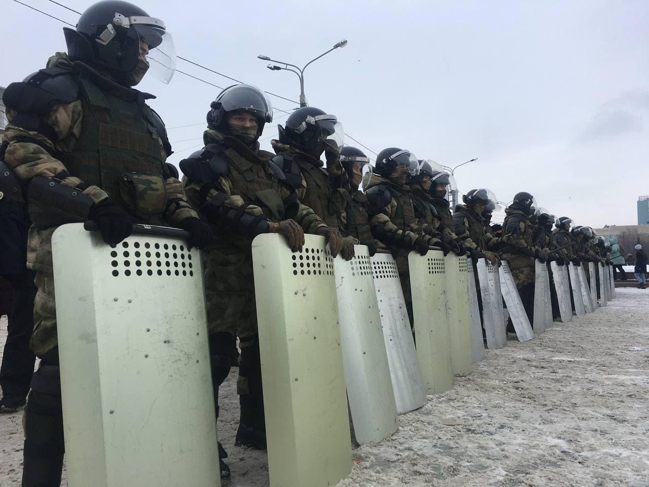 Сотрудники МВД и Росгвардии сыграли со школьниками в «ОМОН и протестующих»