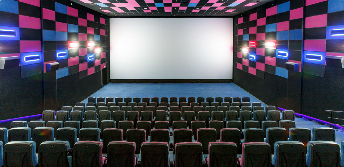 Чаще всего люди ходят в кино в декабре и в субботу после Дня Святого Валентина