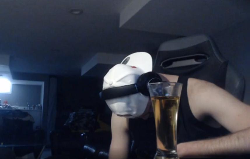 Про-игрок в Apex Legends получил бан на Twitch, потому что пьяным заснул на собственной трансляции | Канобу