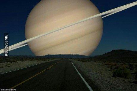 Если бы Сатурн был на таком же расстоянии, как и Луна. - Изображение 1