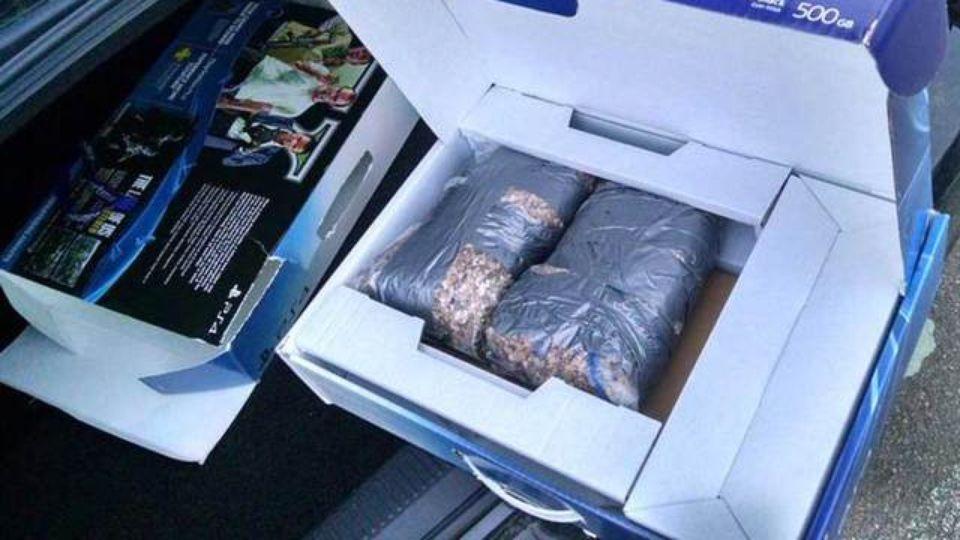 Мужчина получил коробку с камнями в качестве рождественского сюрприза от Walmart.. - Изображение 1