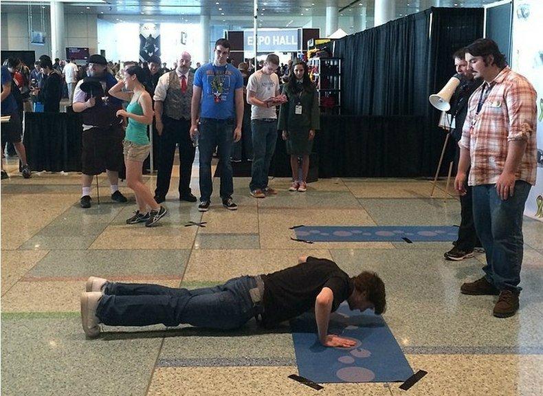 Геймер установил новый рекорд по отжиманиям на PAX. 36 раз — в Boston Convention & Exhibition Center.   Вопрос .... - Изображение 1