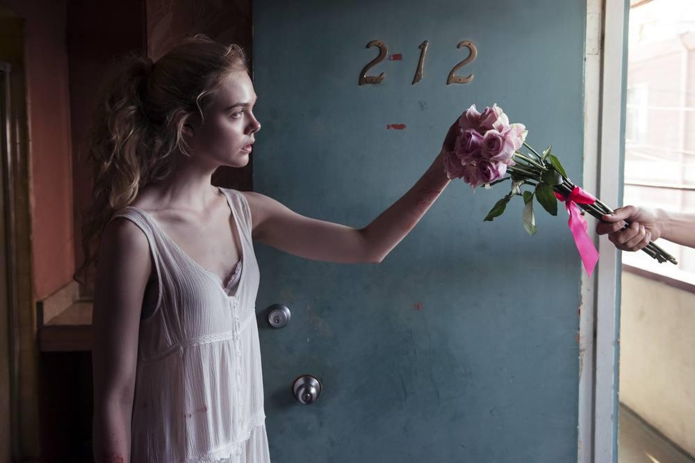 """Я буду здесь вместо них. """"Неоновый демон"""" как один из самых спорных фильмов уходящего года . - Изображение 2"""