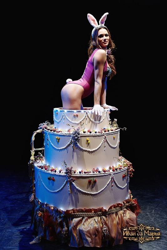 Именем настенька, картинка с днем рождения девушка в торте