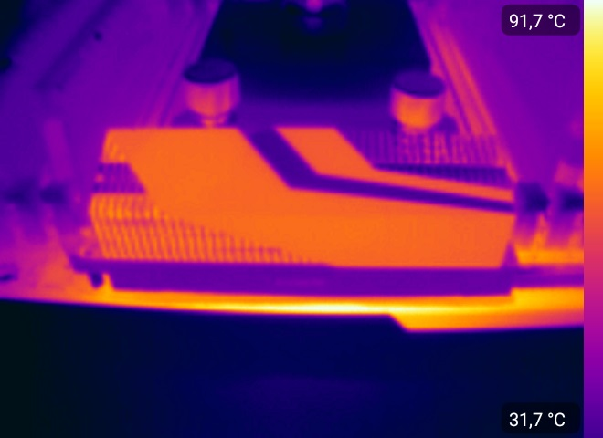 Просвечиваем тепловизором материнскую плату GIGABYTE X399 AORUS XTREME