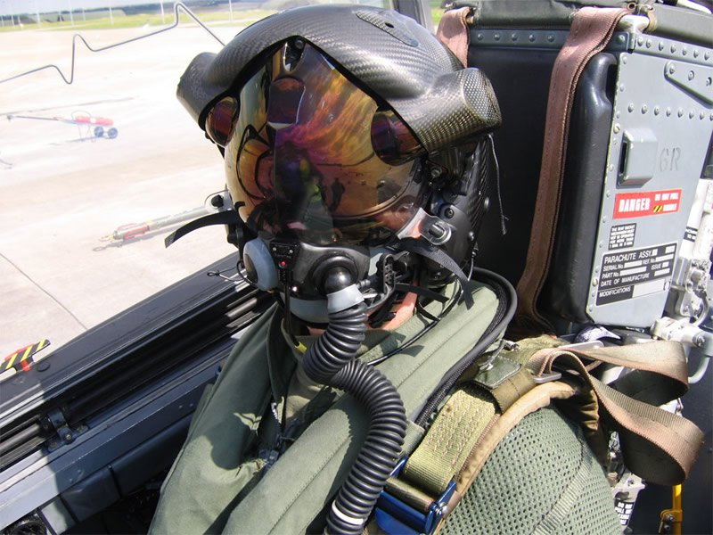 """Это просто шлем пилота F35 с возможностью видеть сквозь свой самолет и зумом на 1.5км. Система скромно называется """"Б .... - Изображение 1"""