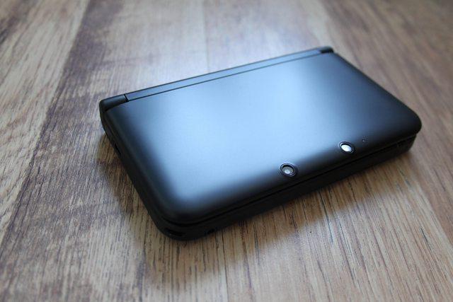 ИРЛ фото черной 3DS XL. - Изображение 2