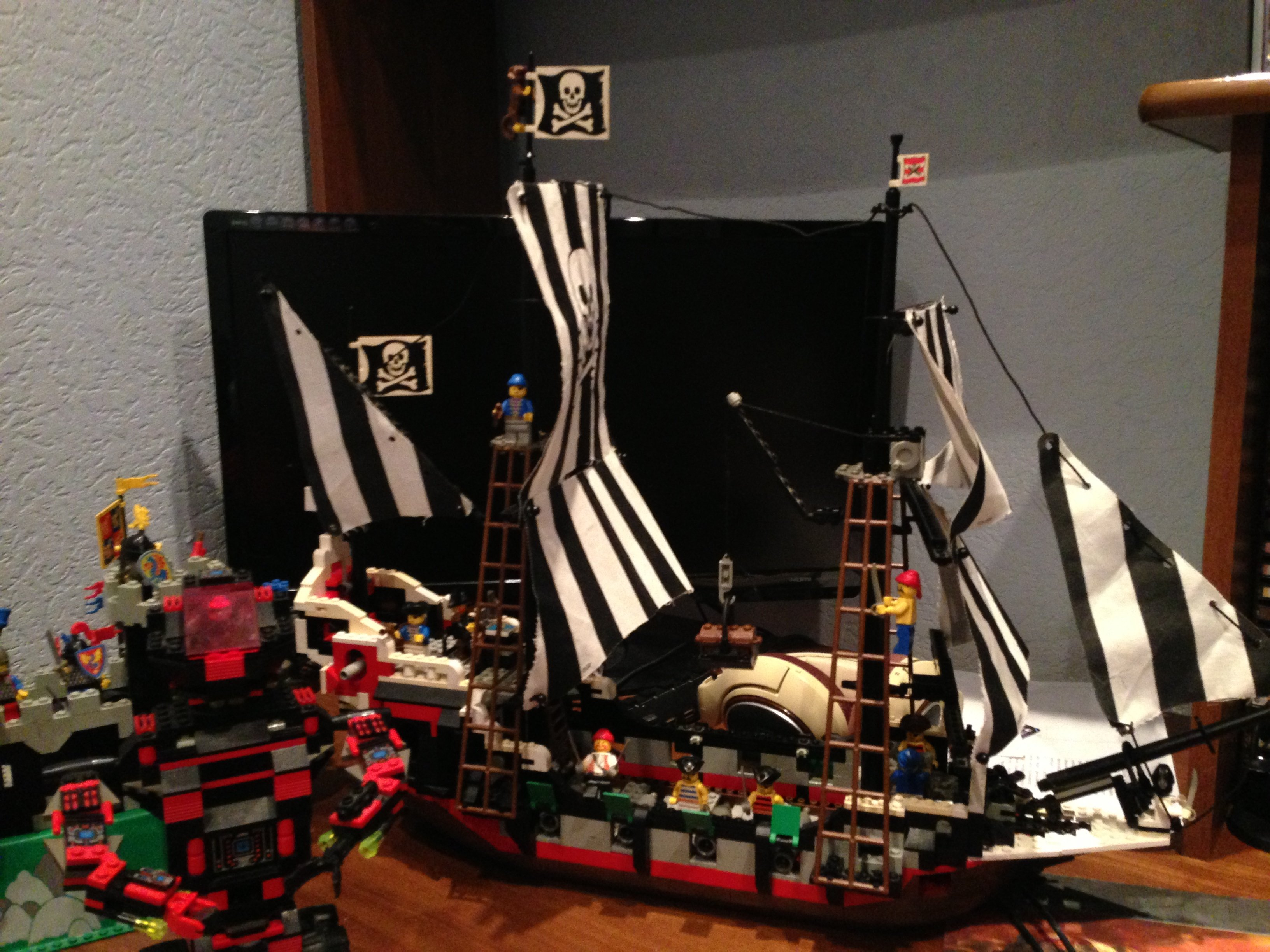 Посмотрел трансляцию LEGO City Undercover, и на столько бомбануло, что достал Lego с балкона, где оно хранилось в те .... - Изображение 2