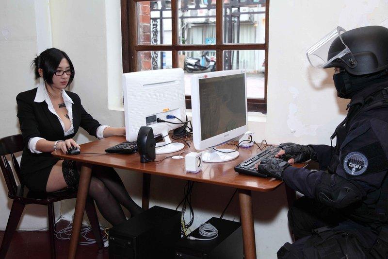 """Counter-Strike обучает китайских полицейскихкомандному взаимодействию.  Агентство """"Синьхуа"""" сообщает о том, что кита .... - Изображение 1"""